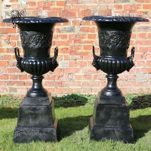 China Large black Garden Cast Iron Planters Urns Metal classic Flowerpots factory
