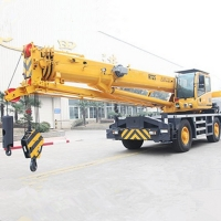 China High Power Rough terrain mobile crane lifting RT25  With QSB6.7- C190 Engine factory