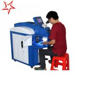 China Small Deformation Jewelry Laser Welding Machine Ergonomic 400 W Laser Power factory