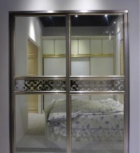 China Modern Design Aluminium Frame Glass Door Soundproof Commercial Sliding Doors factory