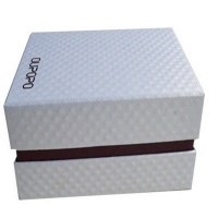 China rigid lid and base socks paper box  luxury stockings gift box with shoulder on sale
