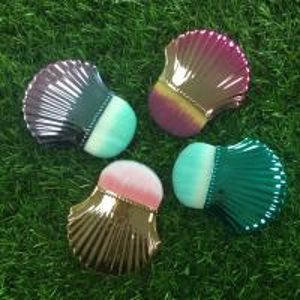 Portable Shell Shape Makeup Foundation Brush Plastic Handle Material