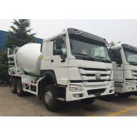 Sinotruk HOWO Concrete Mixer Truck With 10 Wheels 12.00R20 Tire Tri Axles