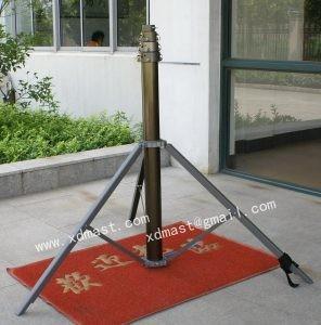 Portable telescopic light mast
