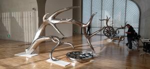China Exhibition mirror polish stainless steel art sculptures ,customized studio art statue,Stainless steel sculpture supplier factory
