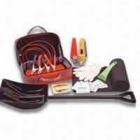 China 32pcs Car Winter Safety Kit with Collapsible Shovel, Ice Scraper and Emergency Blanket factory