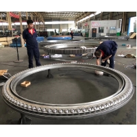 China Triple Row Rubber Seal 42CrMo4V Geared Slewing Ring factory